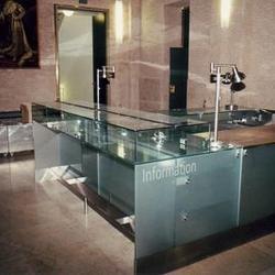 Kassenanlage aus Glas / Edelstahl